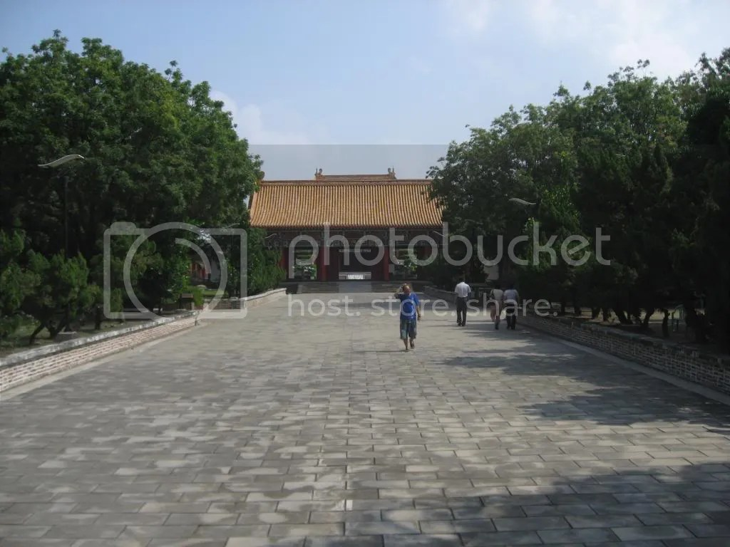 Approaching Confucius Temple