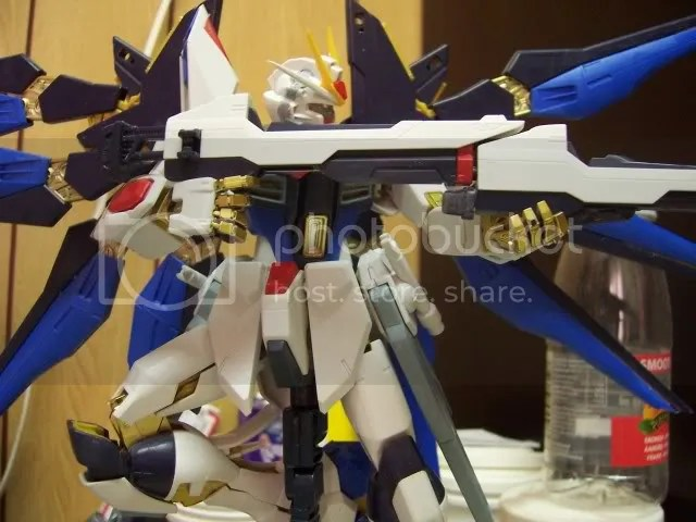 Ruined the wing spreading mechanism... (this MG is way to complicated for me . )