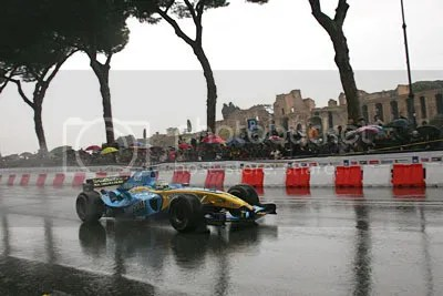 Giancarlo Fisichella demonstrates F1 to Rome in 2006