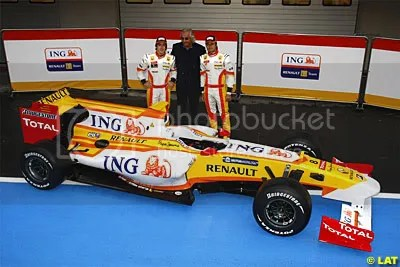 The car with Fernando Alonso, Nelson Piquet Jr and Flavio Briatore