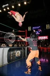 Shockercito in flight/CMLL