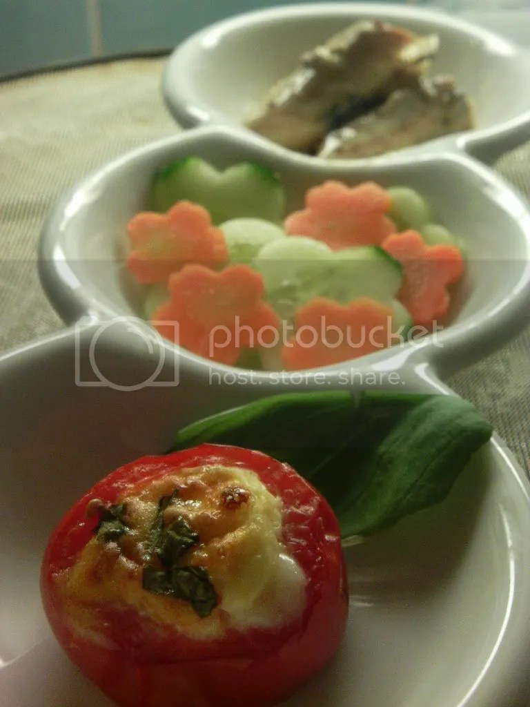 Baked cherry tomato, cucumber and carrot salad, mustard mackerel by Saupiquet