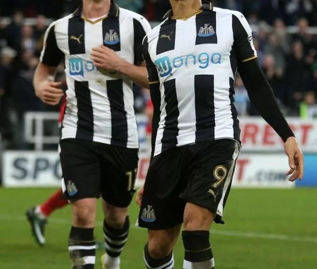 Dwightle Celebrates His Second Goal Against Nottingham Forest