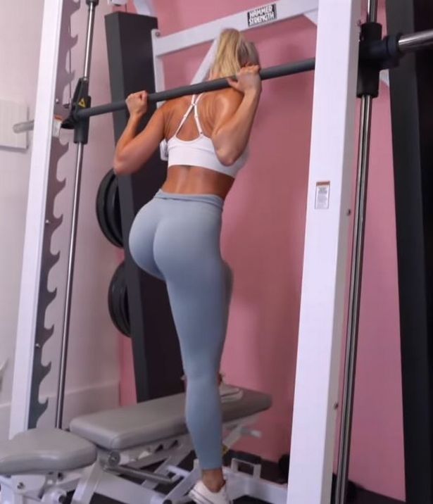 Fitness influencer Linn Lowes uses weights for booty workout