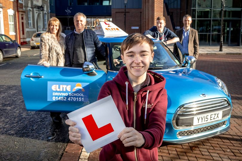 Students-at-Ron-Dearing-UTC-receive-a-bursary-for-20-driving-lessons-provided-by-Elite-driving-school-Hull.jpec