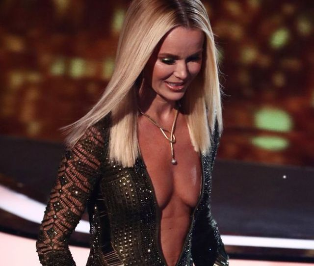 Amandas Plunging Dress Attracted Hundreds Of Complaints Image Splash News