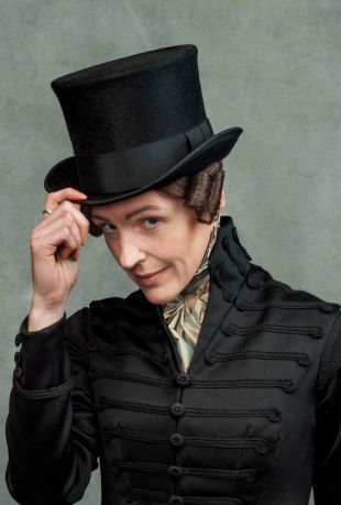 Suranne Jones as Gentleman Jack, wearing a top hat and a high collared coat
