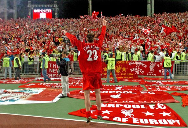 Carragher salutes fans of Istanbul in 2005 after Liverpool's victory over AC Milan in the Champions League final.