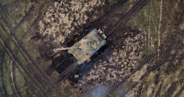 Alien army on the moon? UFO hunters spot 'ancient tank ...
