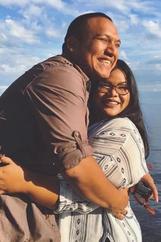 Jen Phanomrat y su prometido Leo Samanamud se comprometieron después de nueve años juntos