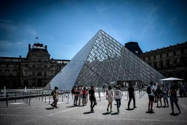 0 FRANCE ECONOMY TOURISM