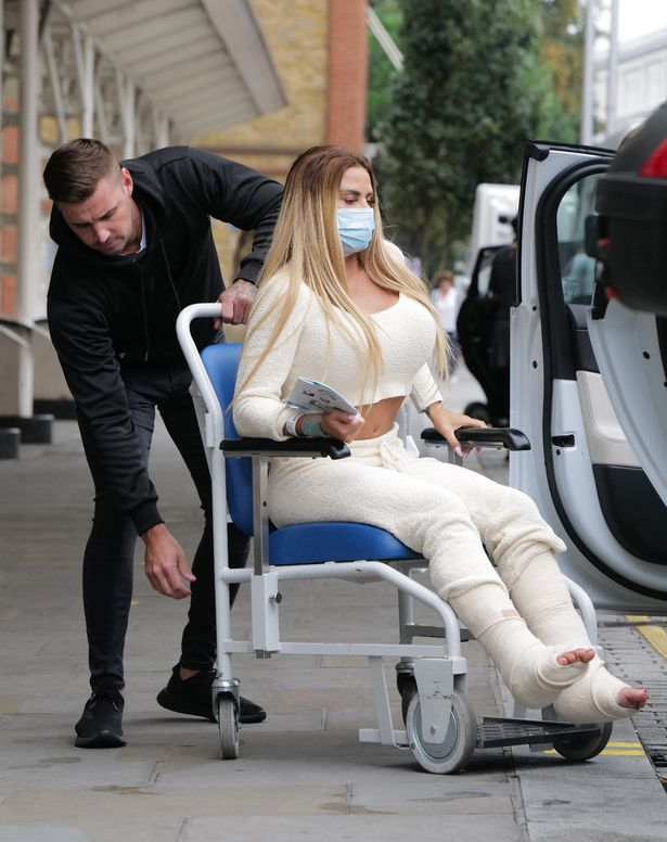 Katie Price Sobs And Wince In Pain After 6 Hour Broken Foot Surgery Fr24 News English