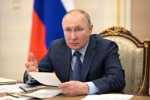 Istnieje wiele teorii na temat tego, dlaczego prezydent Rosji Władimir Putin gromadzi wojska na granicy