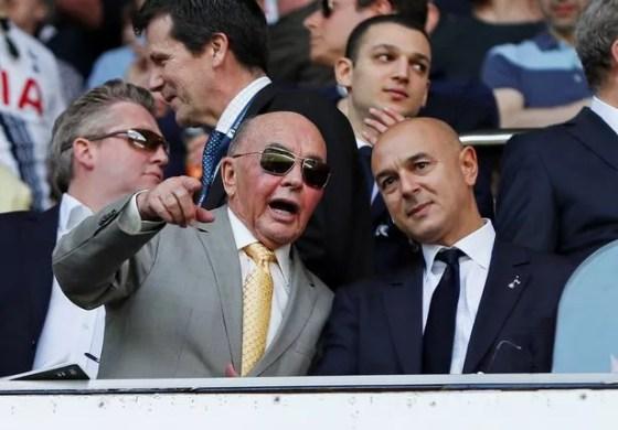 Pemilik Tottenham Hotspur Joe Lewis (kiri) dengan ketua Daniel Levy