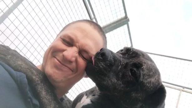 Bob fica muito querido quando você o conhece, diz Jake Cowing, da RSPCA (à esquerda)