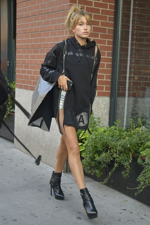Hailey Baldwin shows off New York's longest legs as she ...