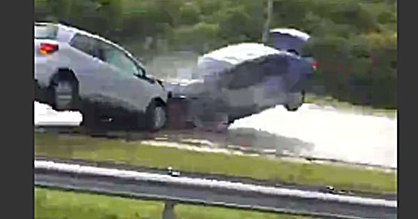 Horrifying footage captures head-on crash as car hurtles ...