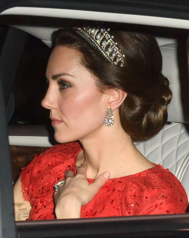 Catherine Duchess of Cambridge Cena diplomática en el Buckingham Palace