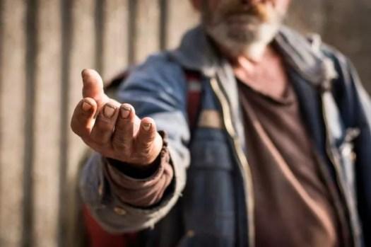 """Los """"mendigos profesionales"""" se dirigen a los compradores de las calles principales, revela un nuevo informe (foto de archivo)"""