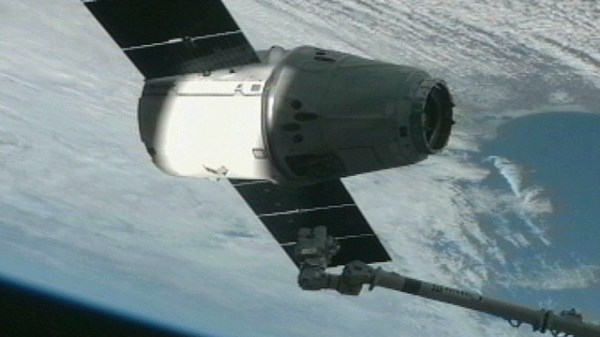 SpaceX Dragon capsule reaches International Space