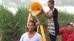 Don Lemon accepts 'Ice Bucket Challenge'