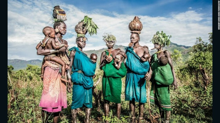 The women of Naregeer village in Ethiopia's Upper Omo Valley are known for their lip plates and intricate scarification patterns on their skin. The women and children often adorn themselves with white clay patterns and flowers on their head.