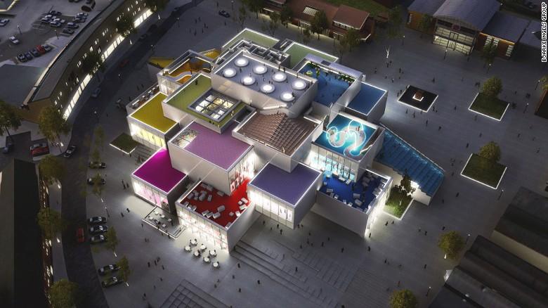 Al termine, la LEGO Casa si propone di essere un centro di comunità esperienziale dove i visitatori possono godere di un caffè, parchi giochi per famiglie, una piazza pubblica, e, naturalmente, un negozio di LEGO.