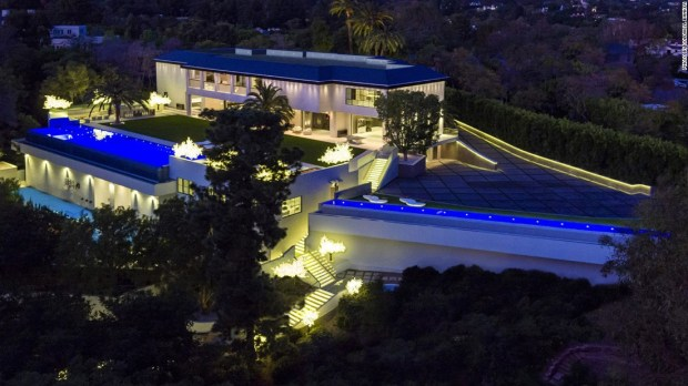 Another big ticket deal for California, this 30,000 sq ft LA property, was sold to billionaire Tom Gores in October. Not bad for 10 bedrooms, 20 bathrooms, a basketball court, a 10 car garage and a $50m drop on the original asking price.