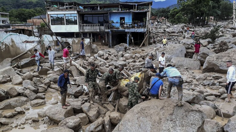 Soldiers retrieve bodies from the mudslide site.