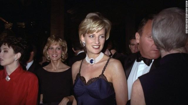 Principessa Diana presso il Costume Institute gala per & quot; Christian Dior & quot;  nel 1996.