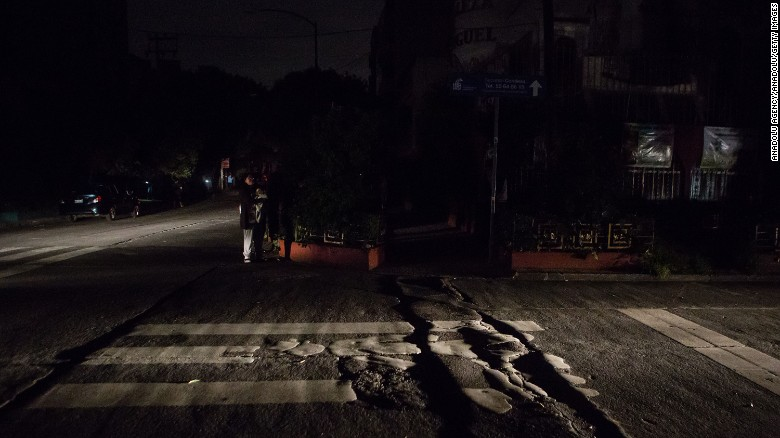 A dark street can be seen in the street in Mexico City.