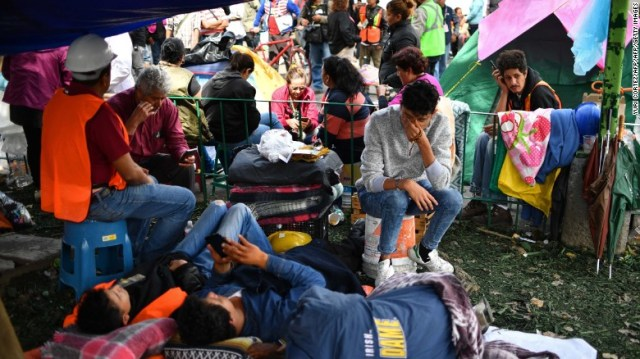 """Relatives of missing people wait for news in front of a collapsed building in Mexico City on Friday, September 22. A magnitude 7.1 quake <a href=""""http://www.cnn.com/interactive/2017/09/world/mexico-quake-cnnphotos/"""" target=""""_blank"""">hit central Mexico</a> three days earlier."""