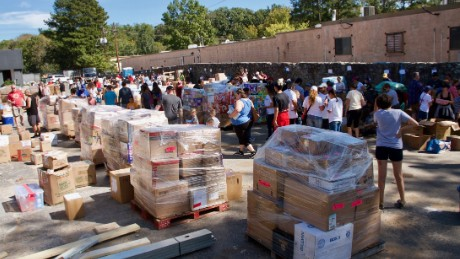 Citizens band together to get mainland help to Puerto Rico