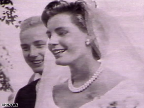 Sunny von Bulow is pictured during her 1957 wedding to Prince Alfred von Auersperg.