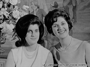 Luci Baines Johnson, left, and her older sister, Lynda Bird, pose inside the White House in 1963.