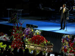 """Jermaine Jackson sings his brother's favorite song """"Smile"""" in front of the King of Pop's casket."""
