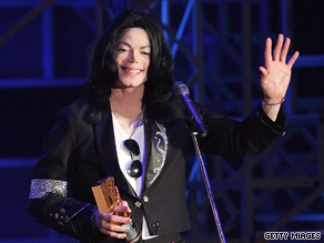 Michael Jackson receives the Legend Award during the 2006 MTV Video Music Awards.