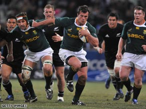 Morne Steyn goes on a run for the Springboks in their Tri Nations win.