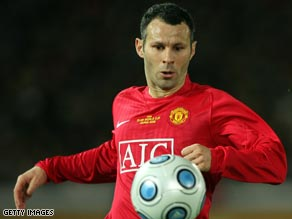 Ryan Giggs settled a tight encounter at West Ham to put Manchester United on top of the Premier League.