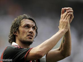 Maldini bades farewell to his adoring Milan fans after the 2-0 win over Fiorentina.