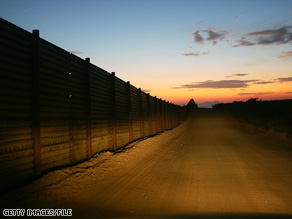 A Texas program lets Internet users around the world monitor live video from the Mexico border.