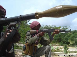 Militia soldiers hold weapons as they train to prepare an attack in Mogadishu earlier this month.