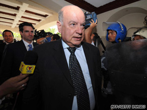 Organization of American States chief Jose Miguel Insulza arrives Monday in Tegucigalpa, Honduras.