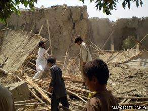 Villagers gather at the rubble of houses belonging to supporters of Pakistani Taliban chief Baitullah Mehsud.