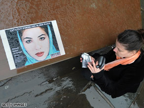 Roxana Saberi stopped her hunger strike Monday night after her parents visited her in prison.