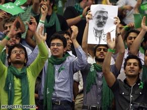 Opponents of Mahmoud Ahmadinejad like Mir Hossein Mousavi are using technology to reach voters.
