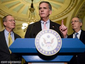 New Hampshire Sen. Judd Gregg, center, is Pres. Obama's likely pick for Commerce Secretary.