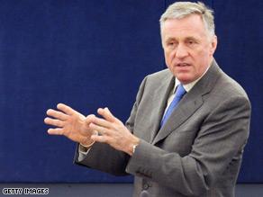 The European Union's current president Mirek Topolanek went head-to-head with Washington over the global economic crisis Wednesday.
