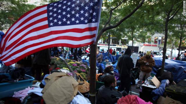 Καταλαμβάνουν Wall διαδηλωτές παραμένουν στην οδό Zuccotti της Νέας Υόρκης Πάρκο, τη Δευτέρα, 31 ημέρες μετά το κίνημα ξεκίνησε.