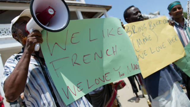 Local Kenyan hoteliers hold placards supporting the return of kidnapped Marie Dedieu earlier this month.